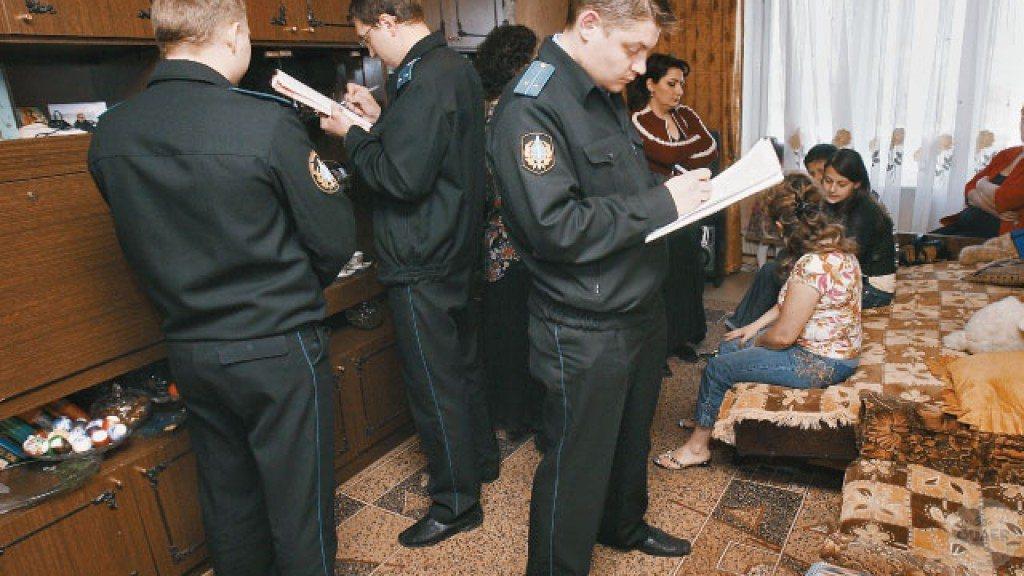 Процедура описи имущества судебными приставами подождет